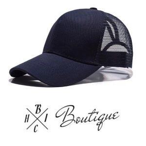 Accessories - New! Ponytail baseball trucker hat in Navy Blue